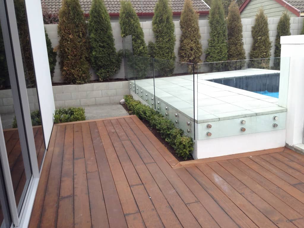 Frameless glass pool fences canterbury balustrades for Glass pool fences
